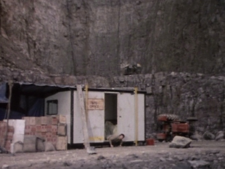 The geography of the two quarries is noticeably different and the layout of the two sets is out of synch